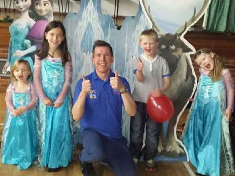 Childrens themed parties - Disneys Frozen party entertainer